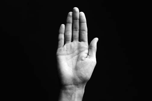 Dr.-Claudia-Gschnitzer-Behandlungen-schnellender-Finger